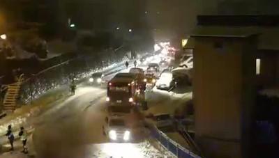 Neve a Lora, bus bloccato
