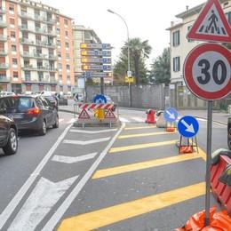 Viale Masia, cambia l'incrocio pericoloso  Nuove strisce e semaforo lampeggiante