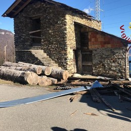 Alto Lago, vento a 90 all'ora  Tetto scoperchiato a Stazzona