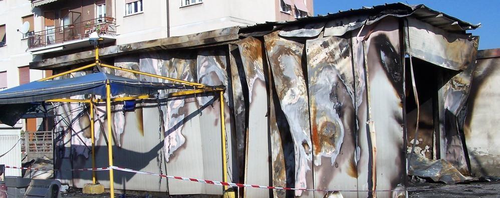 Autolavaggio distrutto da un incendio  Il proprietario denuncia: «È doloso»