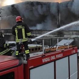 Discarica abusiva in fiamme  Arrestata donna di Lomazzo