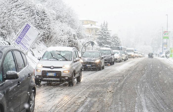 Il traffico bloccato a Lora