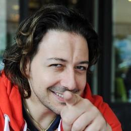 Simone Tomassini, amarcord live  All'Officina  in parole e musica