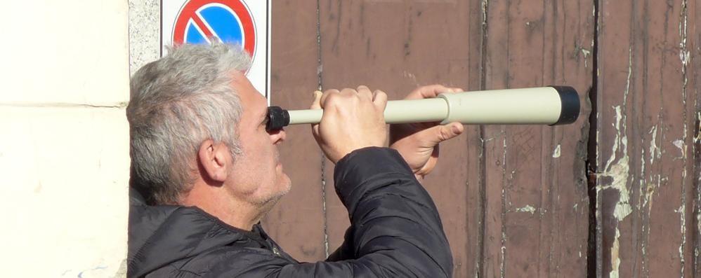 Erba, le multe con il cannocchiale  Il sindaco difende il comandante