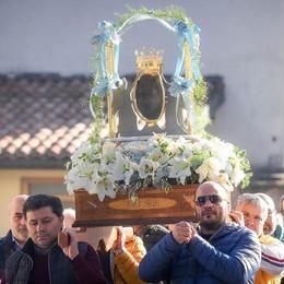 C'è la Madonna delle Armi  Centinaia di fedeli a Maccio
