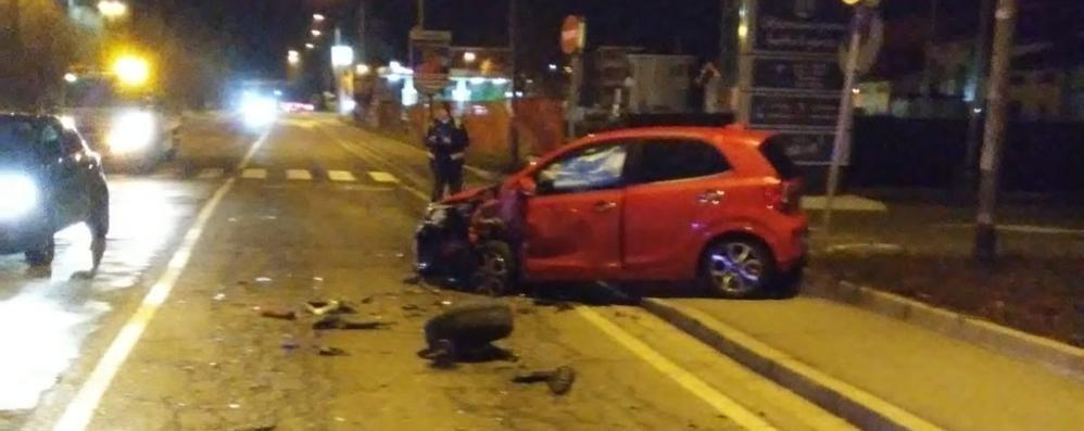 Incidente di notte Cantù, due giovani feriti