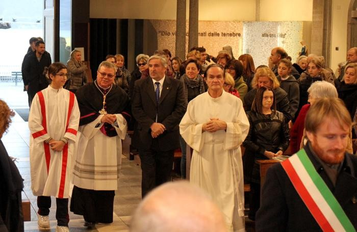 Un'altra immagine dell'ingresso del nuovo parroco ad Argegno