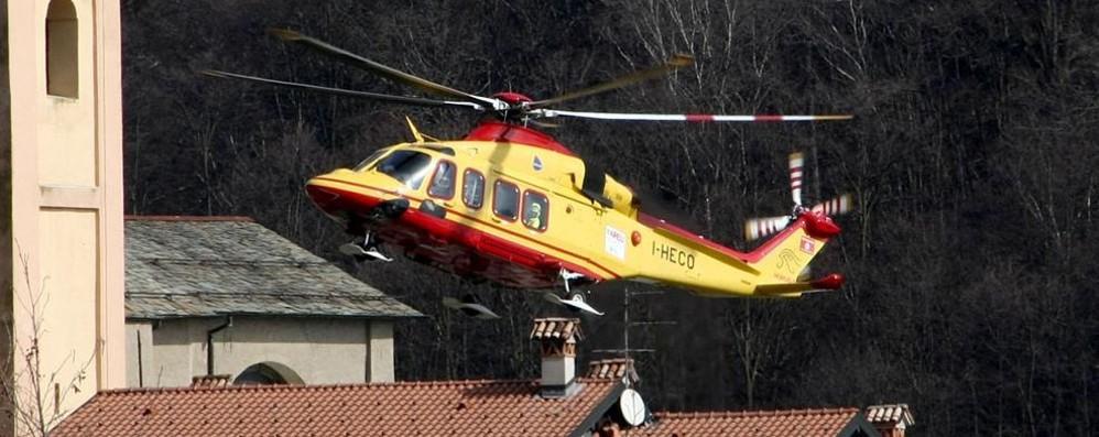 Lanzo Intelvi, si ferisce con la motosega  Cinquantenne soccorso con l'elicottero