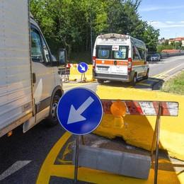 """Camion """"forza"""" il blocco sul viadotto dei lavatoi  Si incastra, multato dai vigili"""