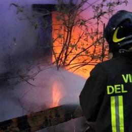 Via Pastrengo, rudere in fiamme  Si sospetta l'origine dolosa