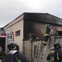 Appiano, incendio in azienda  Distrutta una pensilina