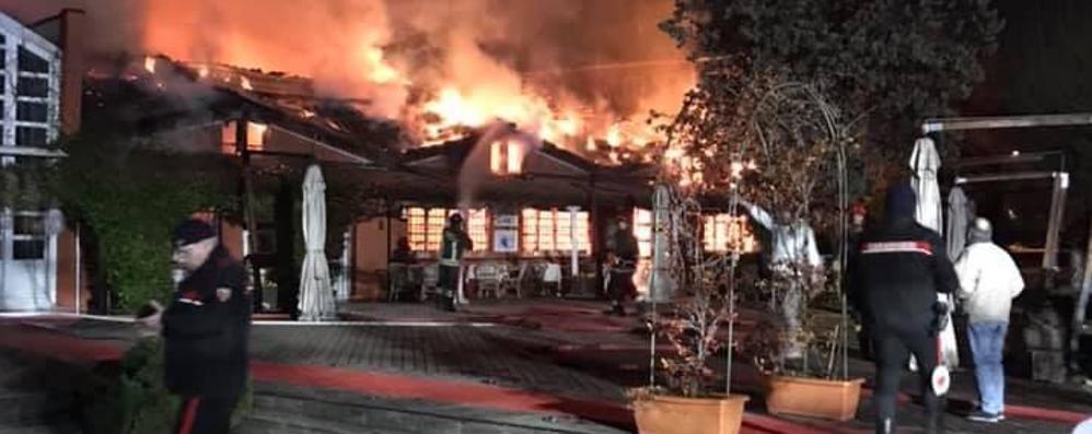 Incendio nella notte a Novedrate Fiamme all'osteria Al Laghet