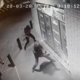 Vertemate, mazzate alla vetrina  Ma il colpo al bar non riesce   GUARDA IL VIDEO
