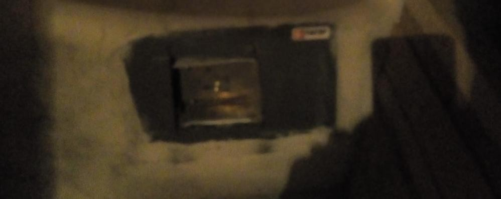 La banda del flessibile nella villetta  Via orologio e soldi dalla cassaforte