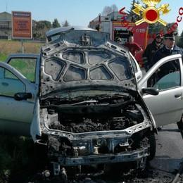 Auto prende fuoco Paura a Cermenate
