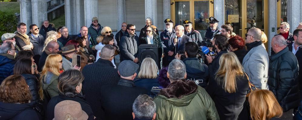 Campione, il Tar sospende i licenziamenti  Gli 87 esuberi del Comune ora sperano