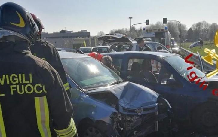 Scontro a Grandate: tre feriti  Auto-moto a Rovellasca
