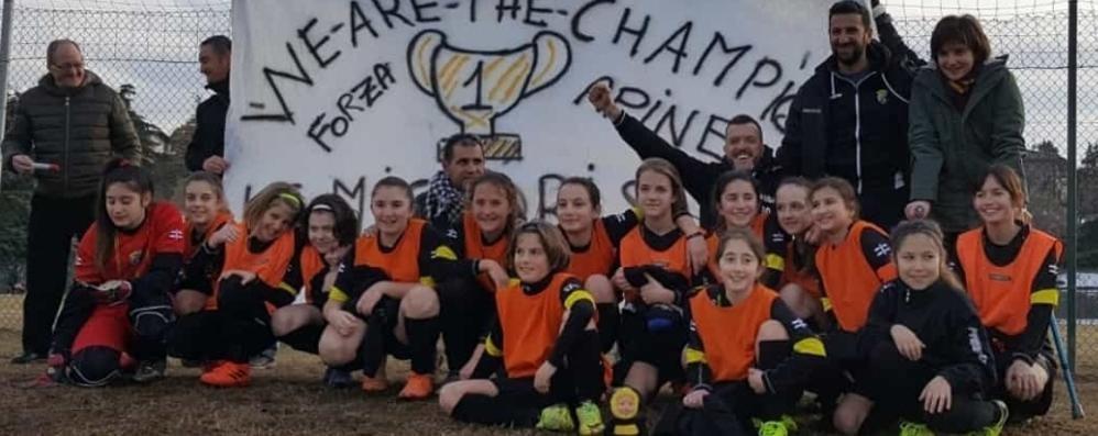 Grandate, le piccole donne  vincono a calcio. Contro i maschi