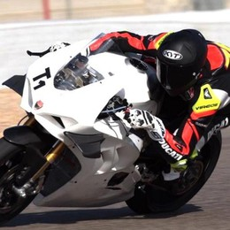 """Via"" al Tricolore moto  Poker comasco in pista"