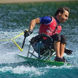 «Il lago a misura di disabili»  E lo spiegano con un tuffo