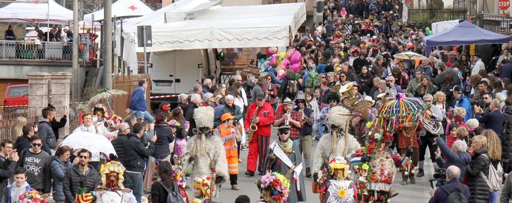 Schignano, in tremila  al Carnevale più bello  La tradizione che rivive