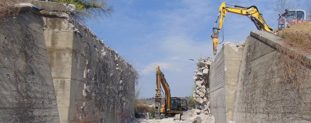 Novedratese, abbattuto il ponte  «Sarà ricostruito entro il 15 aprile»
