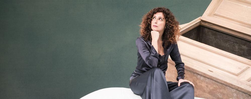 """Teresa Mannino voce nell'armadio  Sfogo di donna nel mondo """"fake"""""""