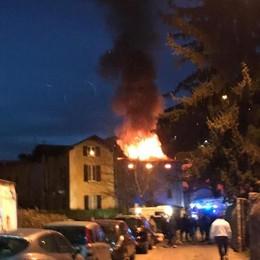 Cernobbio, fiamme nel palazzo Paura ma nessun ferito (video)