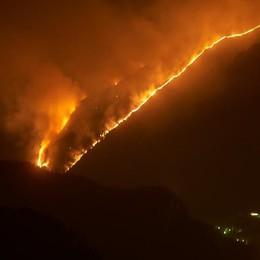 Vasto incendio in Val Menaggio    Fiamme sotto controllo   GUARDA IL VIDEO