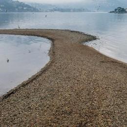 Piove dopo tre settimane  ma il lago resta ai minimi  «Ancora acqua giovedì»