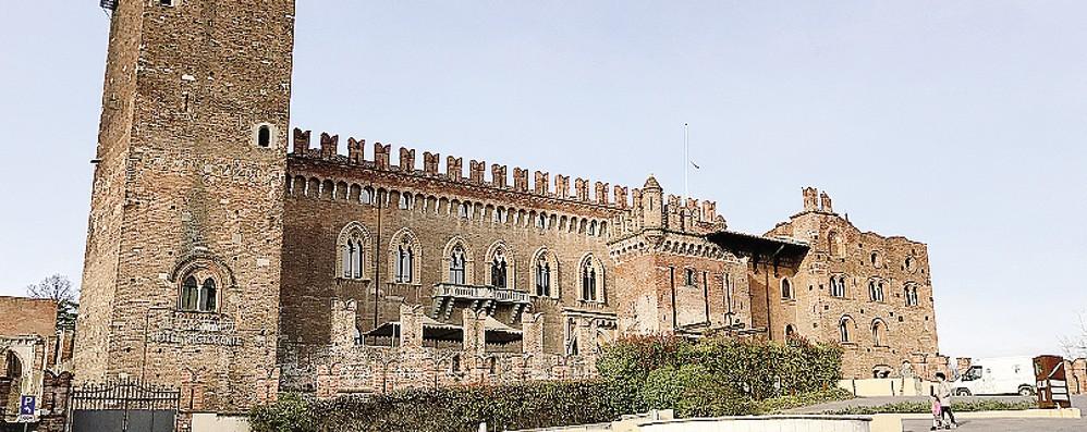 """Nessuno vuole il castello di Carimate  L'asta va deserta, ora """"sconto"""" del 25%"""