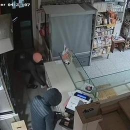 Appello ai ladri del panettiere  Non rendono i soldi, li denuncia