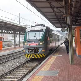Aggressione sul treno a Camerlata  Spray irritante per rapinare nipote e zio