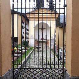 Grandola, pollo e candele nere su tomba  Allarme satanisti e riti Voodoo al cimitero