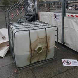 Cantù, vandali sul palco in piazza  Rovesciata mezza tonnellata d'acqua