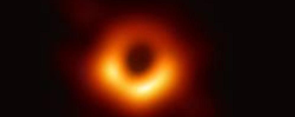 La foto del secolo  Ecco un buco nero