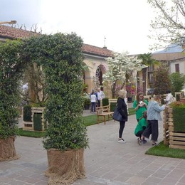 PrimaVeraErba sfida la pioggia E piazza Mercato diventa un giardino