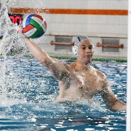 Toth si carica la Como Nuoto sulle spalle: 5 gol e vittoria