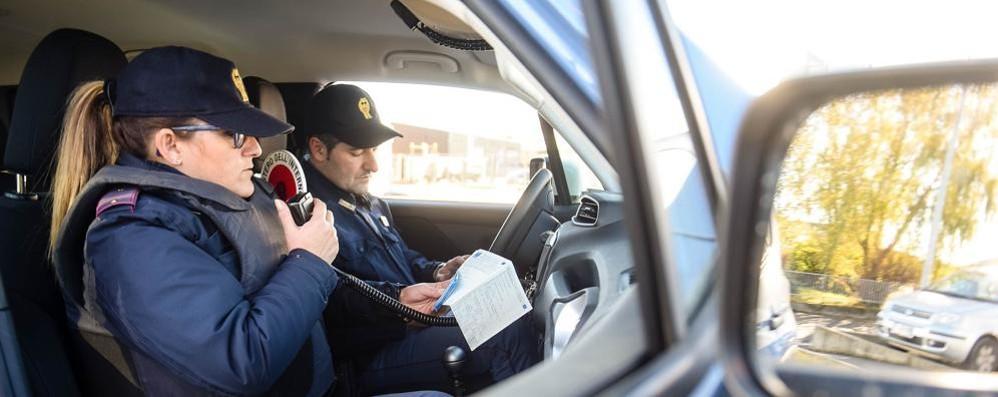 Tavernola, rapina all'ufficio postale Un bandito solitario in fuga con 2mila euro