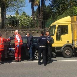 Villa Guardia: scontro auto-tir  Un ferito lieve e lunghe code