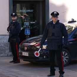Bevute scontate, la festa degenera  Turate, i carabinieri chiudono il bar