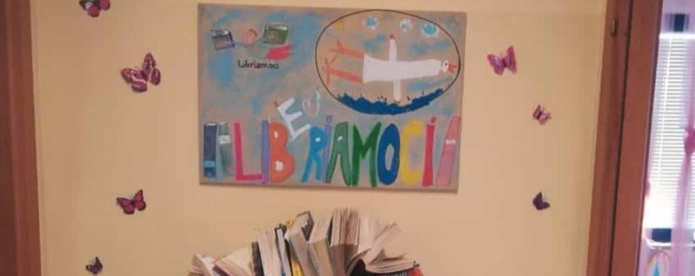 Montano, colori, farfalle e libri  I genitori allestiscono la biblioteca