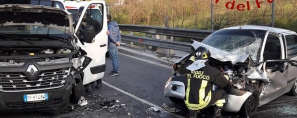 Scontro tra auto e furgone  Una donna ferita ad Asnago