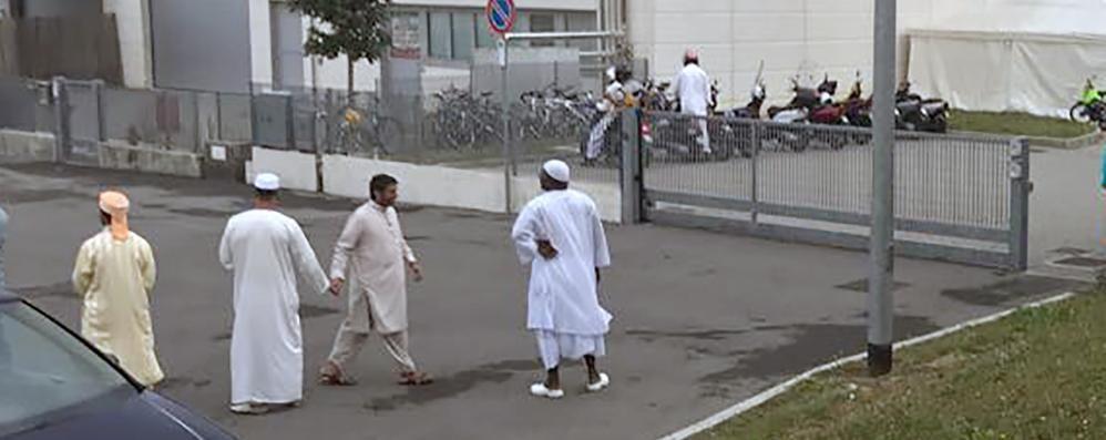 No del Comune di Cantù   al capannone per il Ramadan