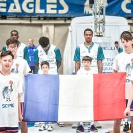 Derby Cantù, niente Marsigliese Alla fine spunta la bandiera francese