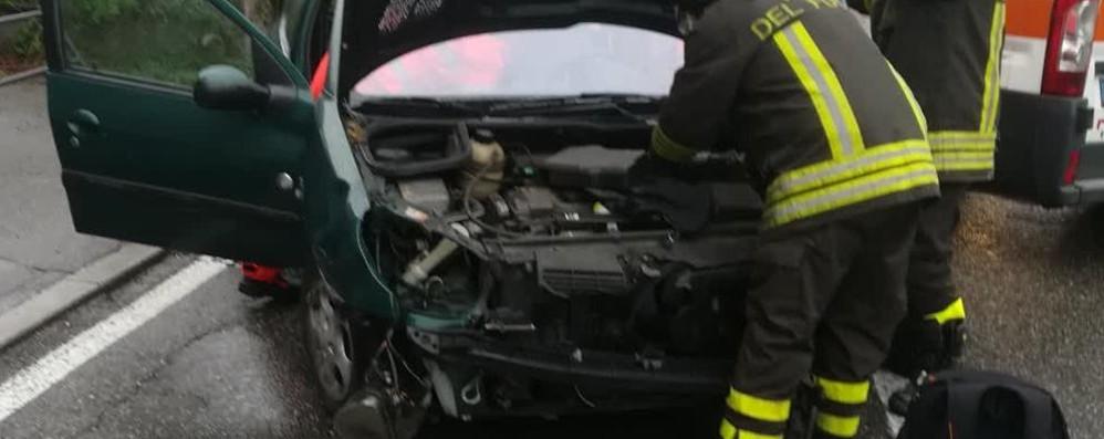 Napoleona, un altro incidente  Scontro fra due auto, un ferito