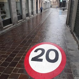 Cantù, 20 all'ora in via Matteotti  «Pedonale, ma si corre troppo lo stesso»
