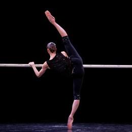 La seta danza sul palco del Sociale  con i primi ballerini della Scala