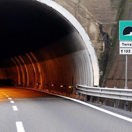 Autostrada chiusa di notte  Traffico e proteste