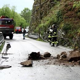 Frana sulla provinciale Osteno-Porlezza  Massi rimossi, ma auto a senso alternato
